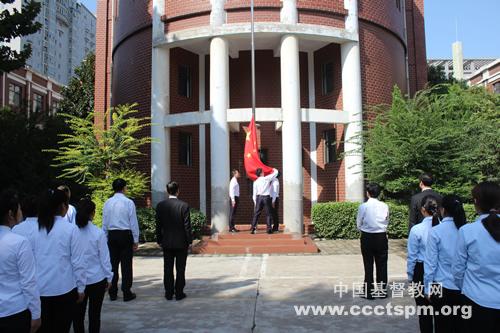 开学典礼前升旗仪式dh.jpg