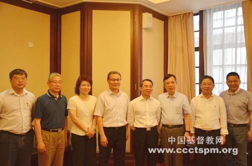 上海市政协主席一行走访基督教全国两会