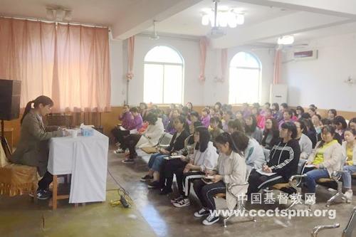 陕西圣经学校全体师生学习全国人大、政协会议精神