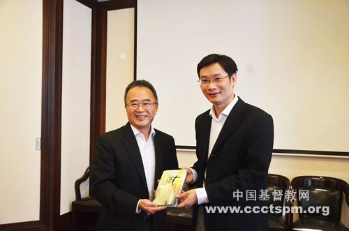 美国圣经公会代表团到访中国基督教两会