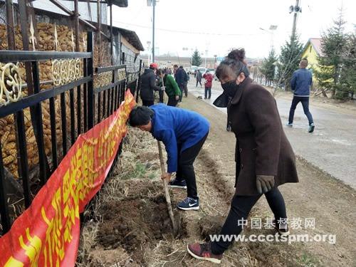 敦化市翰章乡友好基督教活动点组织信徒开展植树活动