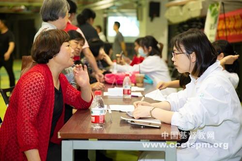 杭州基督教协会圣爱康复医院联合崇一堂开展义诊服务
