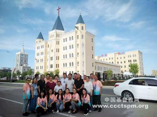 内蒙古圣经学校2014届大专班学生到访乌拉特前旗基督教会