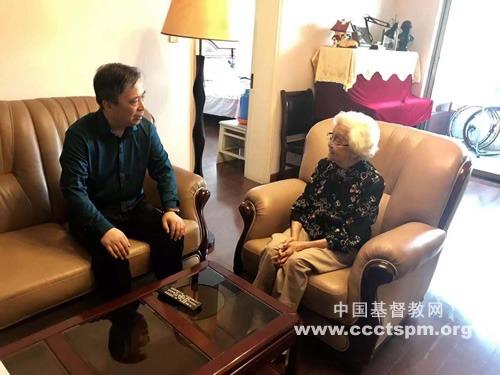 全国基督教三自主席徐晓鸿牧师看望教会前辈