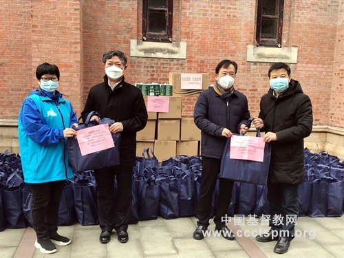 众志成城 抗击疫情——基督教全国两会慰问上海外滩街道志愿者