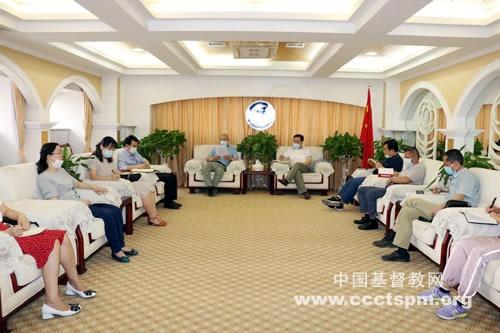 陕西省基督教两会全体同工认真学习全国人大政协会议精神