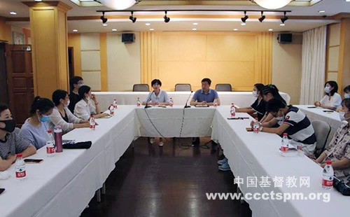 上海市基督教两会召开华东神学院在校学生暑期实习座谈会
