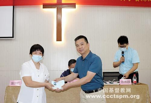 惠州市基督教两会举行新版《基督教教职人员证》颁发仪式暨2021年义工神学培训班开学礼