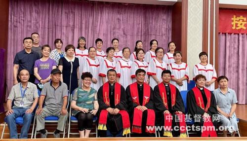 石河子市基督教会举行按立牧师典礼
