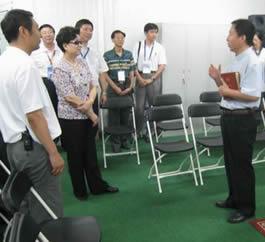 奥运村长陈至立视察基督教祈祷室