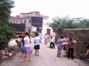 江西省基督教恩典堂信徒清扫马路