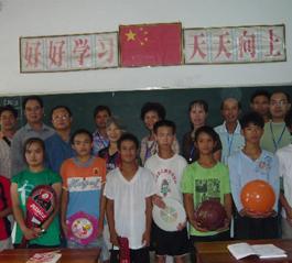 广西来宾市基督教长岭(圣三一)堂同工探望特校学生