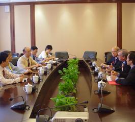 美国国际圣经协会客人访问全国两会
