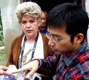 美国友人凯西•考尔女士访问江苏教会