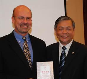 美国库克传播出版集团新任总裁杜宝思(Cris Doornbos)一行访问基督教全国两会