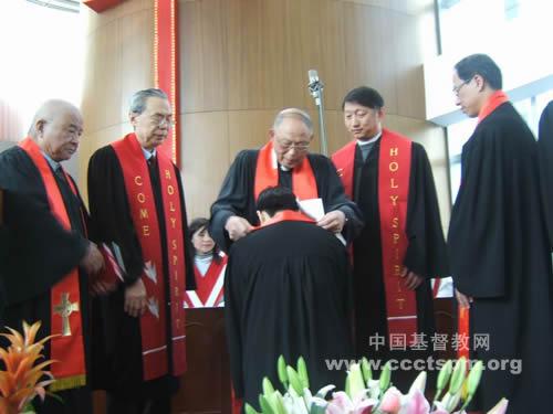 上海市基督教两会举行按牧仪式
