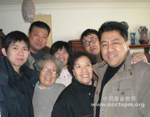 圣诞节前天津基督教两会组织慰问义工代表