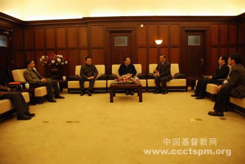 中共上海市委常委、统战部部长杨晓渡代表中共中央统战部亲切慰问中国基督教两会新班子成员
