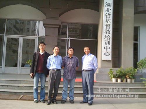 中国基督教协会总干事阚保平牧师走访湖北教会