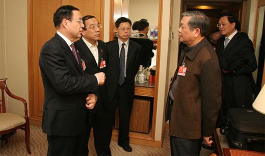 上海市政协主席冯国勤看望宗教界委员