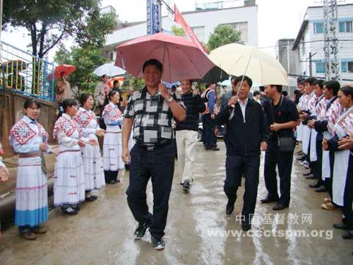 国家宗教事务局局长叶小文到云南省武定县调研基督教工作