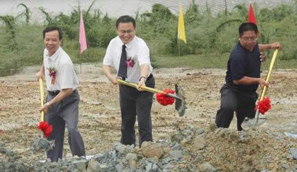 高峰牧师为广西基督教两会综合办公楼及培训中心奠基