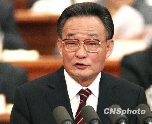 吴邦国:反对以宗教信仰作幌子变相支持分裂势力