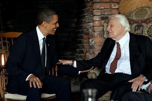 """奥巴马首次访问""""总统牧师""""葛培理并一同祷告"""